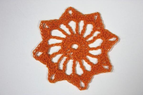 Szydełkowy kwiatuszek