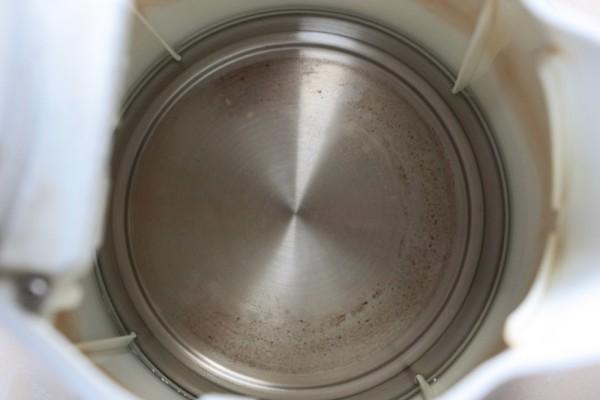 Wyczyszczony octem czajnik